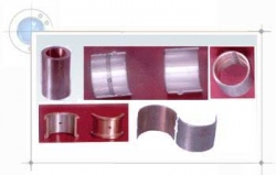 Half-shell bearings used in engines, and composed of bimetallic strips.